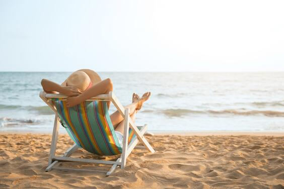 Holiday_beach_lady_relaxing_min