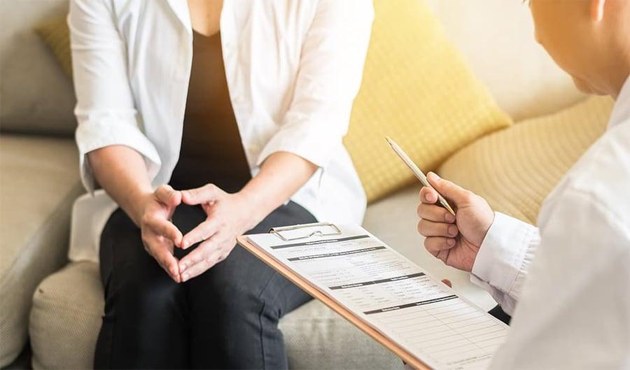 Lady having a mental health meeting-min