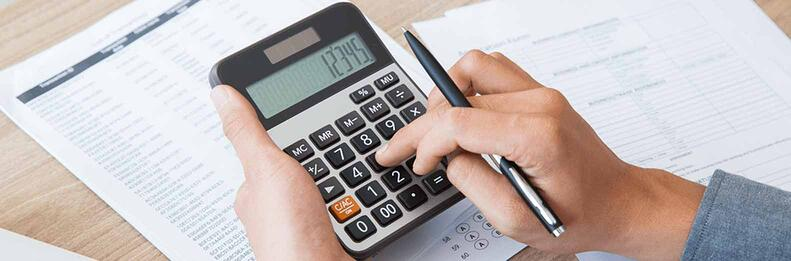 man_doing_calculation