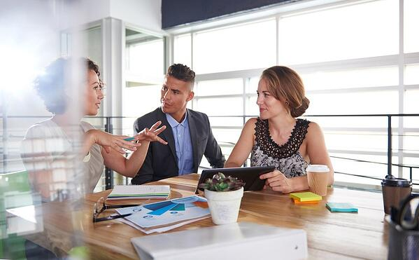 how to be a good manager listening skills meeting employees